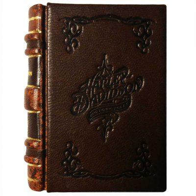 Edición monográfica de bibliofilia filatelia y bibliotelia de la harley davidson con los sellos de la harley de 2014. Encuadernación en bradel.