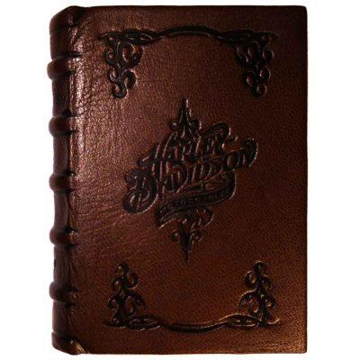 Edición monográfica de bibliofilia filatelia y bibliotelia en plena piel de la harley davidson con los sellos de la harley de 2014 con el matasellos conmemorativo