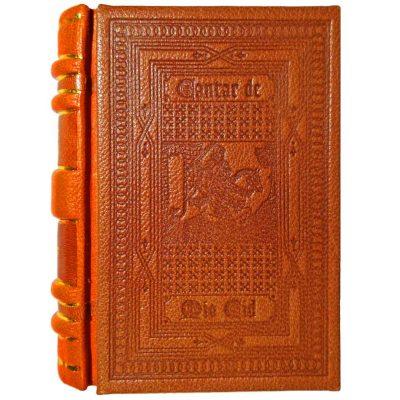 Edición monográfica de bibliofilia filatelia y bibliotelia del Mio Cid con encuadernación en bradel. Incluye todo el cantar del mio cid reproducido y el sello del cid matasellado del año 2007
